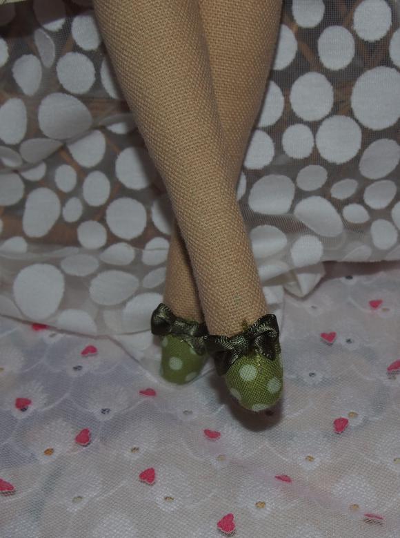 http://nathy.cowblog.fr/images/falco/accessoiresdemaisonpoupeetissustyletildapourdec17333737p2130018jpg266811d2c1ebig.jpg