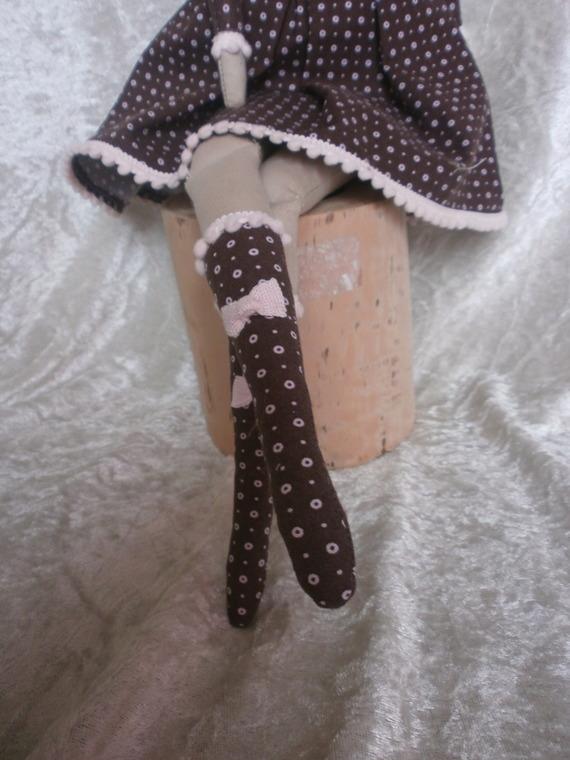 http://nathy.cowblog.fr/images/nanou/accessoiresdemaisonpoupeeentissusstyletildapour12688967p1252286a463bbcb4e570x0.jpg