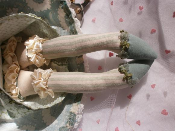http://nathy.cowblog.fr/images/tilda1/accessoiresdemaisonpoupeechiffontissustildapourd13983513p409010974d40377c4big.jpg